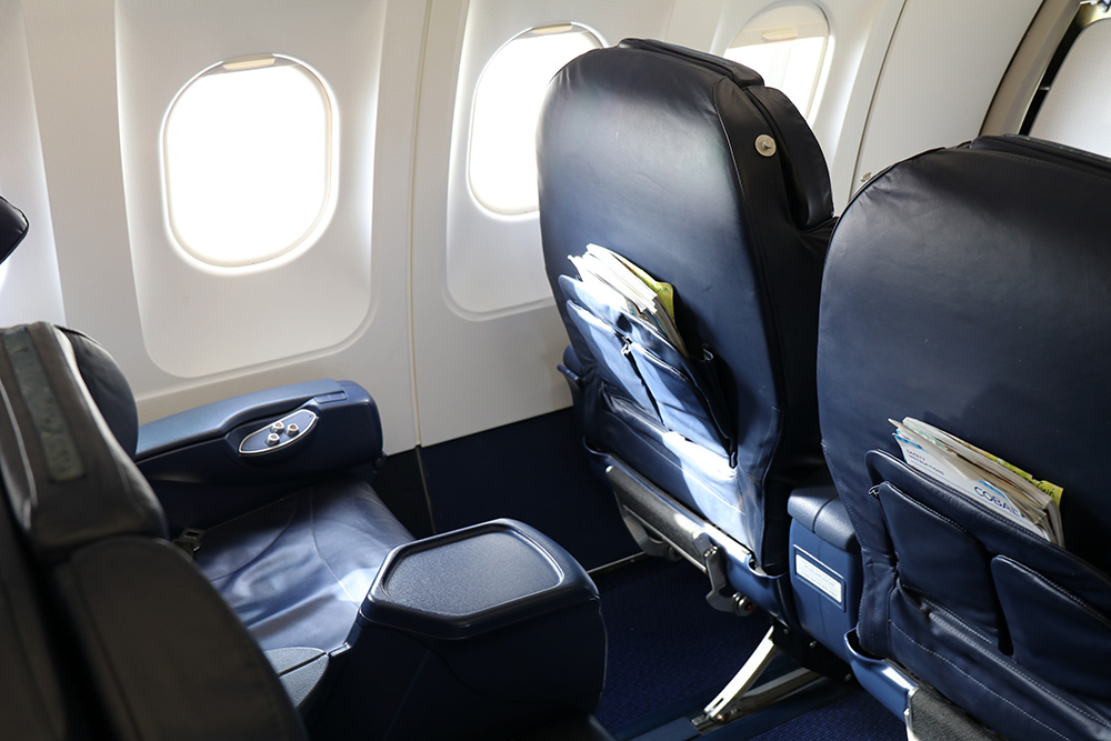 Sitze der Business Class in der Cobalt Airline