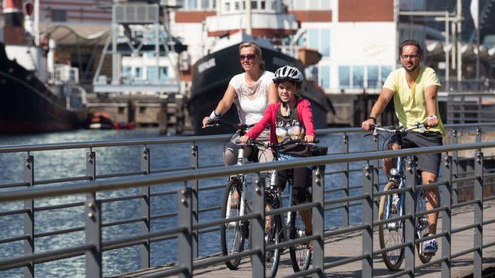 Radfahrer am Alten Hafen
