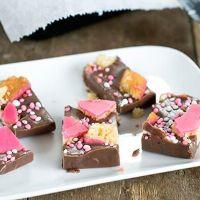 Kraamhapje fudge met roze koeken