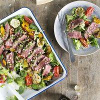 Biefstuksalade met pesto en gegrilde groenten