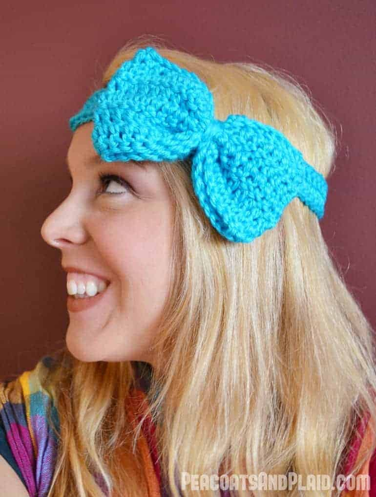 Free crochet pattern for an adorable bow headband tutorial.