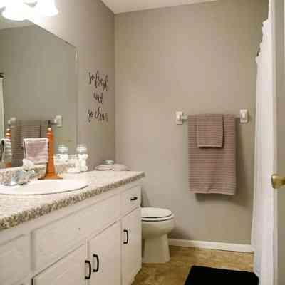 """DIY """"So Fresh"""" Bathroom Wall Art"""