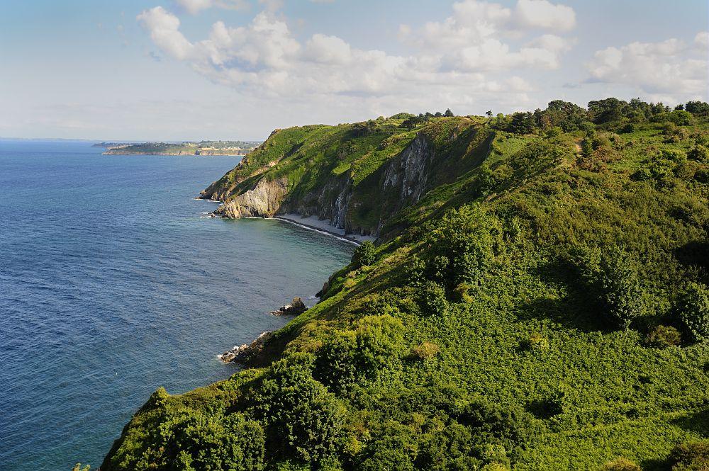 https www bretagne com fr ou aller cotes darmor baie de saint brieuc plouha les plus hautes falaises de bretagne