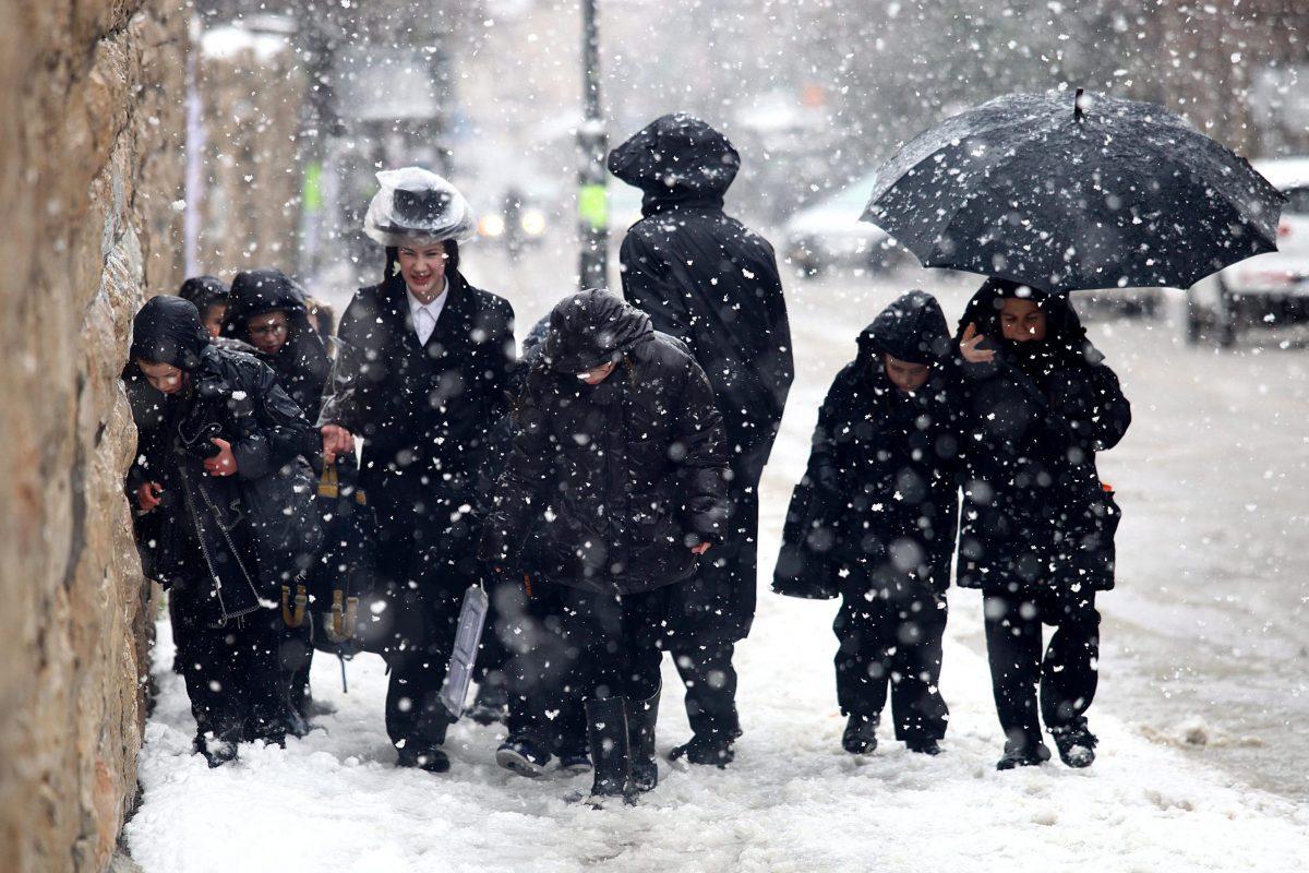Israelis enjoy a snowstorm
