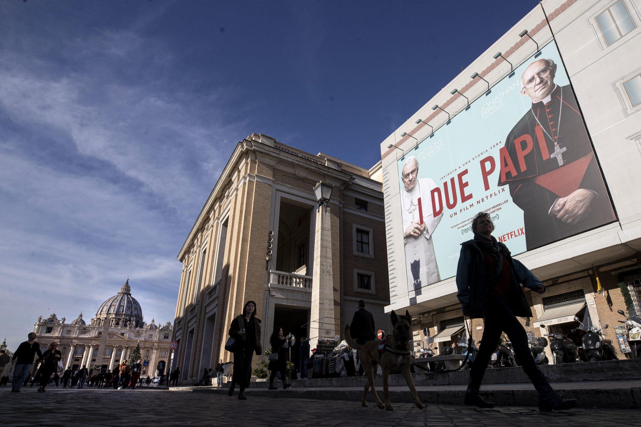"Su palazzo S. Sede maxi-poster film ""I due Papi"""
