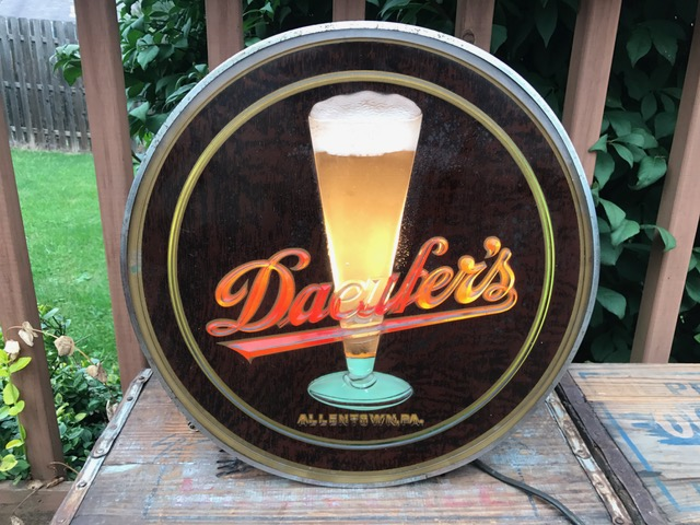 Daeufers Beer Lighted Sign