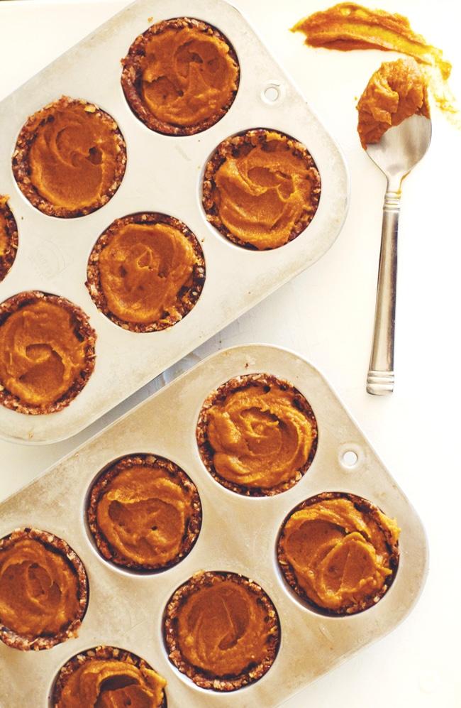 healthy, raw pumpkin tarts!