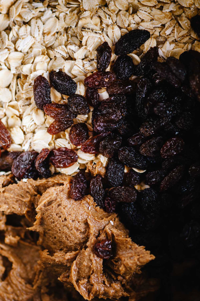 dough with oats and raisins