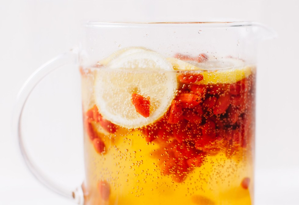 Goji Berry Sparkling Lemonade | Brewing Happiness