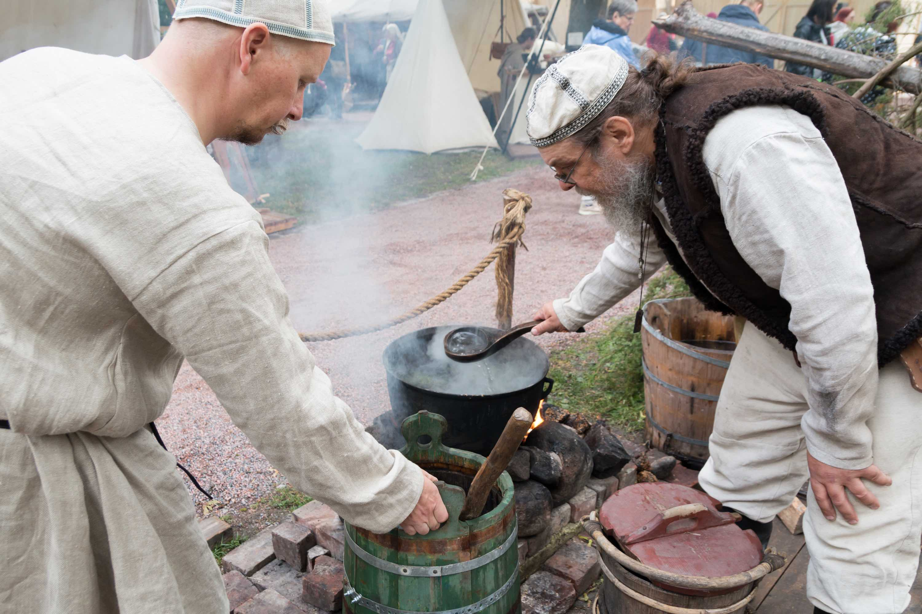 Historical brewing demonstration at Turku Medieval Market 2018