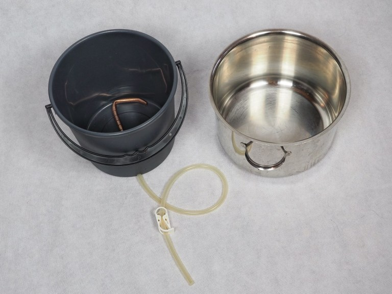 Simple brewing equipment for brewing raw ales