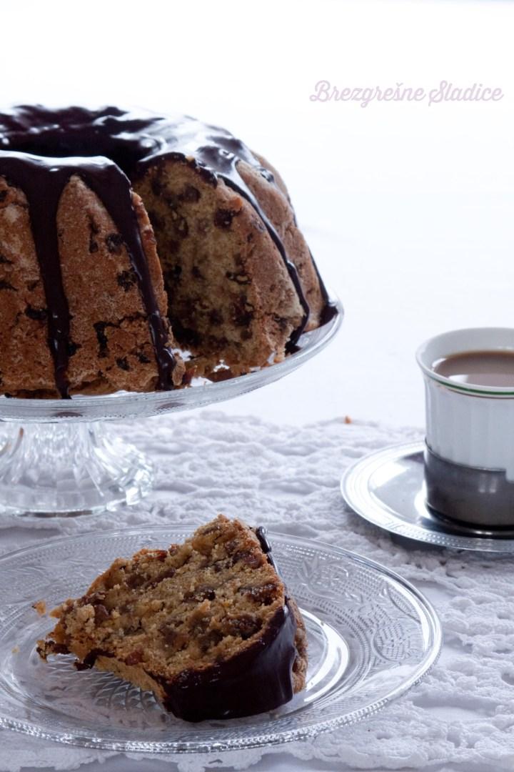 kolac s cokoladnim prelivom