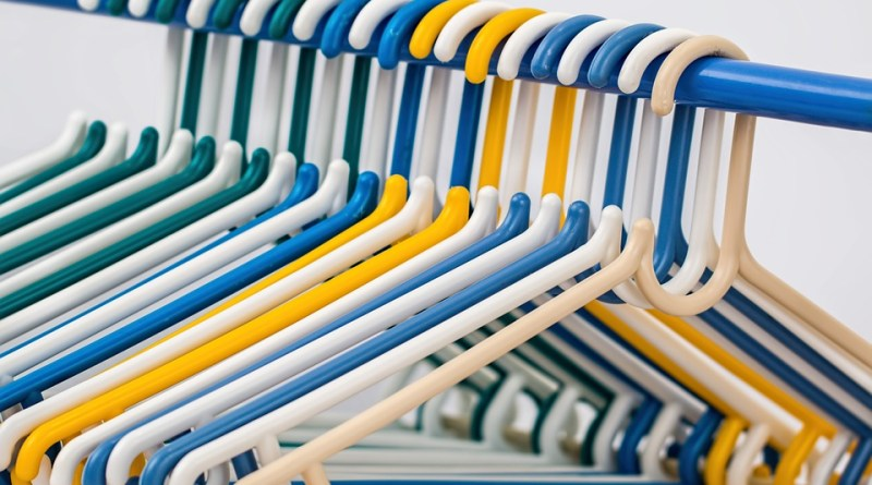 Image Source: https://pixabay.com/en/clothes-hangers-coat-hangers-582212/