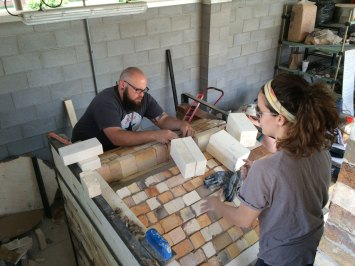 Soda kiln - working on the arch