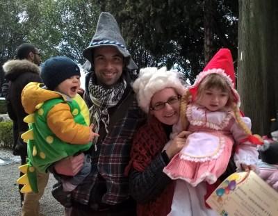 Carnevale a Villa Monastero, famiglia in maschera