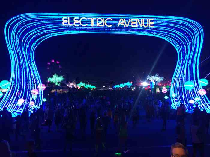 Electric Avenue running down the center of the Speedway
