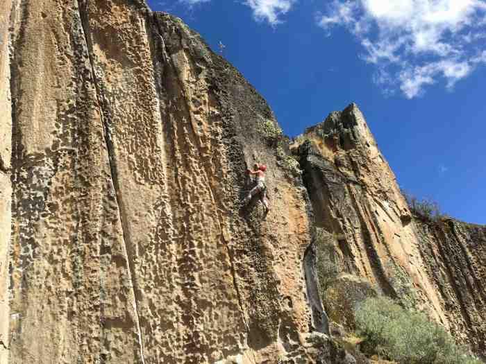 Climbing in Espanoles