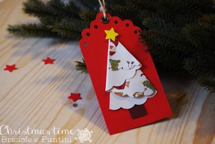 tag con alberi di Natale in carta