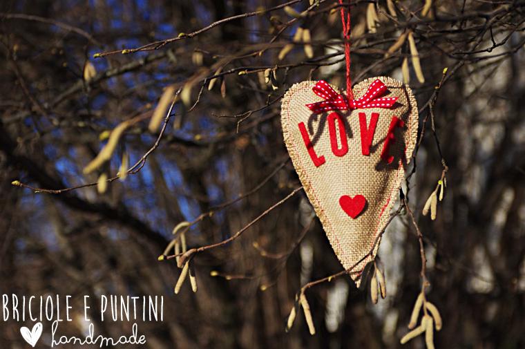 cuori in iuta per San Valentino