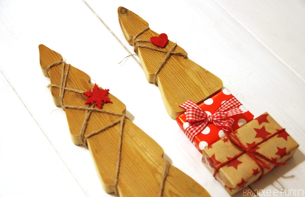 Decorazioni In Legno Per Albero Di Natale : Alberi di natale decorativi in legno u briciole e puntini