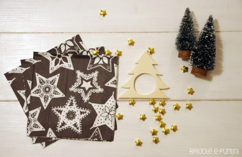 portatovaglioli di Natale in legno con il traforo