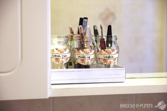 organizer bagno fai da te - riciclo creativo barattoli di vetro Althea Sughi