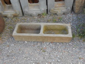 vaschetta antica in pietra arenaria
