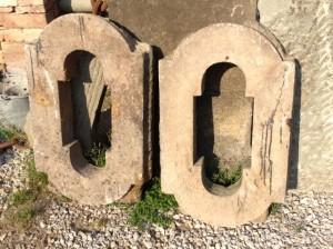 Finestrine in pietra antiche