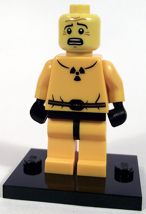 https://i2.wp.com/www.brickshelf.com/gallery/mirandir/Recensioner/Minifigures4/hazmat_front_nohelmet.jpg