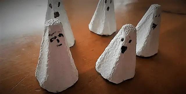 Fantômes / boîte à oeufs