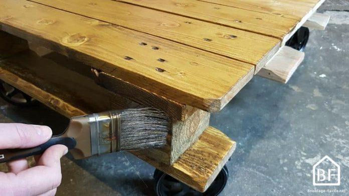 peindre le bois de palettes bricolage