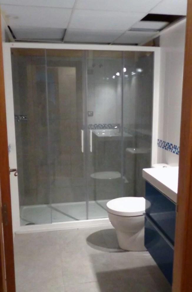 reforma baño mampara ducha blaca