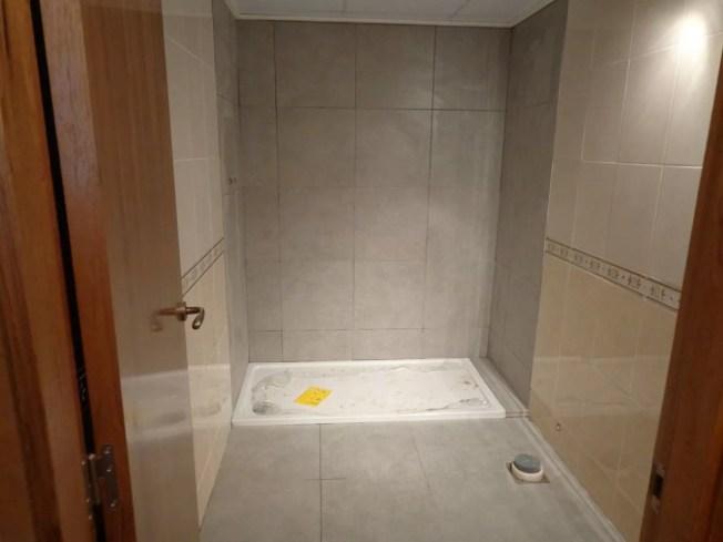 Cambio plato de ducha por otro y pintar azulejos mi for Azulejos suelo bano