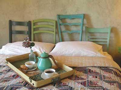 Cabezal cama con respaldos de sillas restauradas