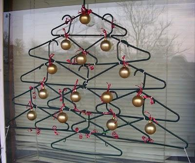 arbol navidad con perchas