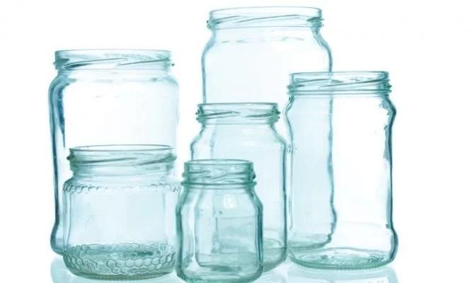 como quitar el pegamento de los cristales