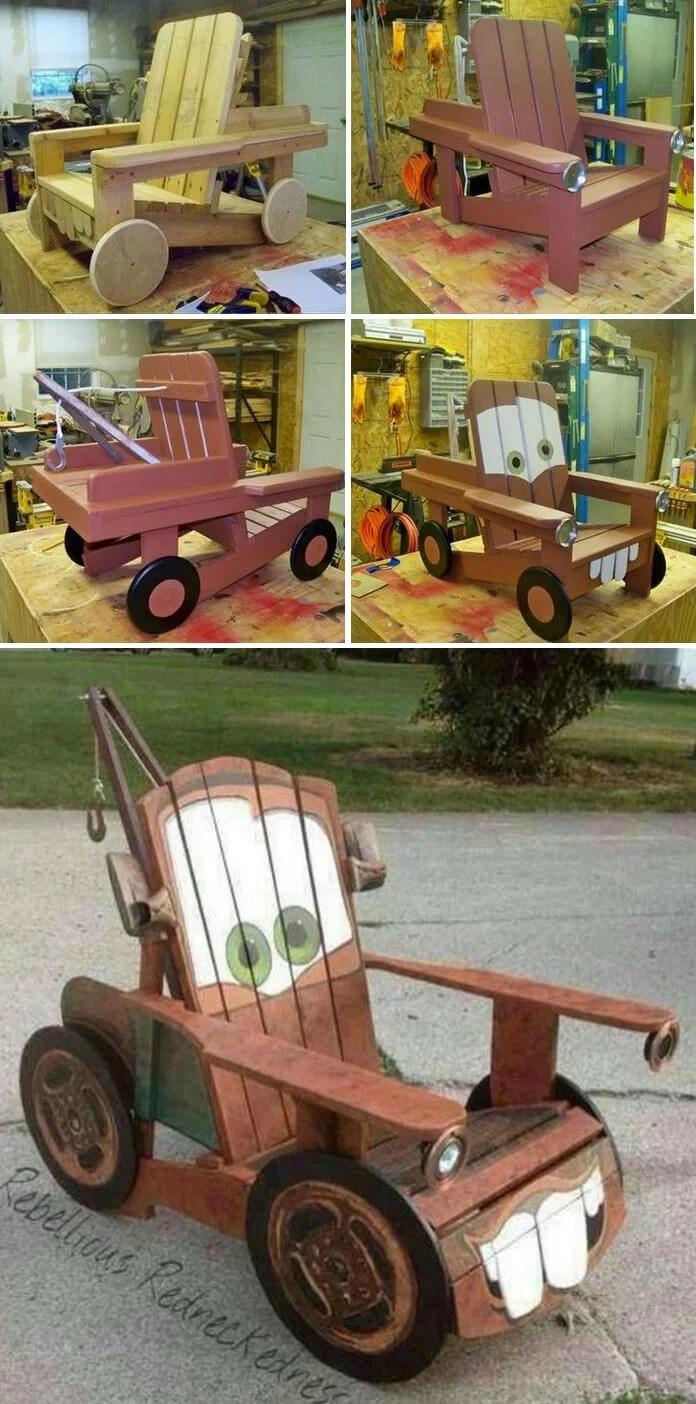coche de juguete hecho con palets