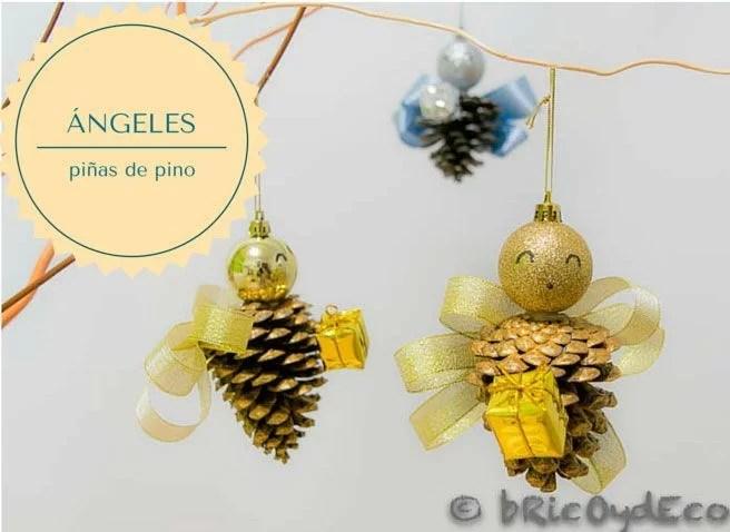 ángeles hechos con piñas de pino
