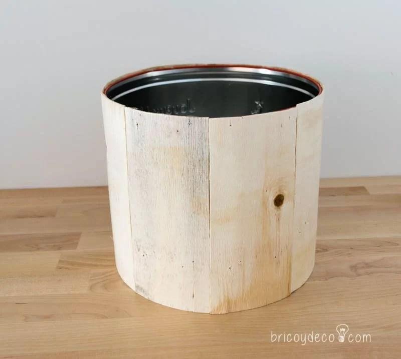 lata de panettone forrada de madera