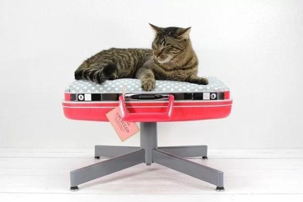 decorar con maletas y reciclar como una cama para mascotas