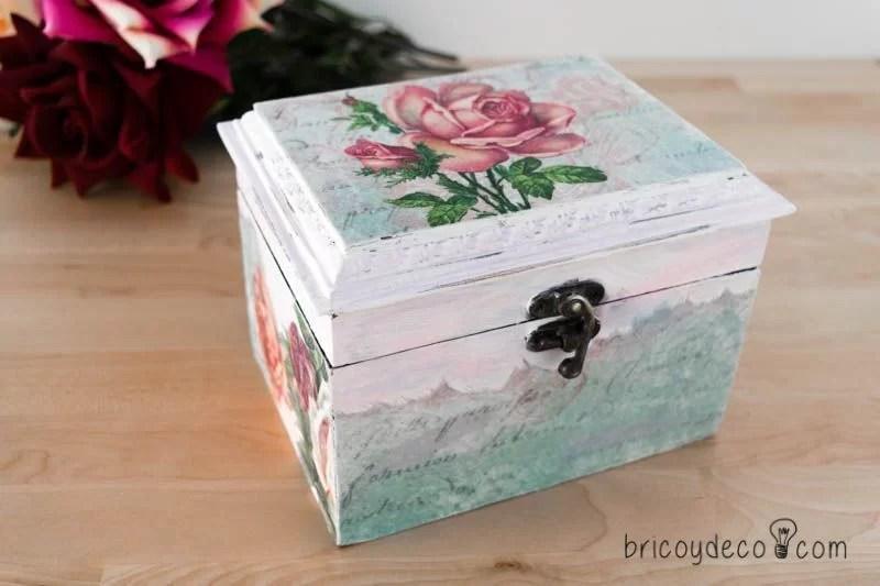 reciclar una caja con decoupage