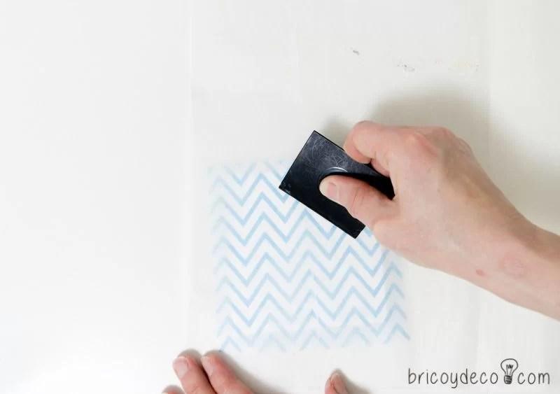 cómo fijar las servilletas en decoupage