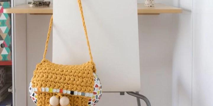 bolso de trapillo con solapa y mosaico