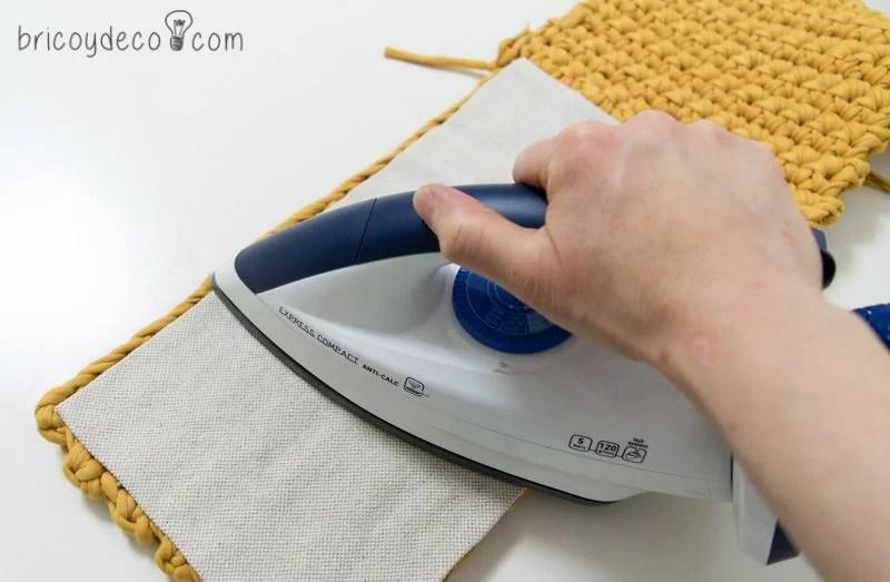 colocar funda con adhesivo