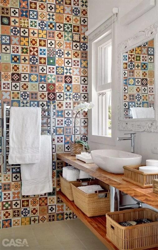 decorar con baldosas hidráulicas el baño