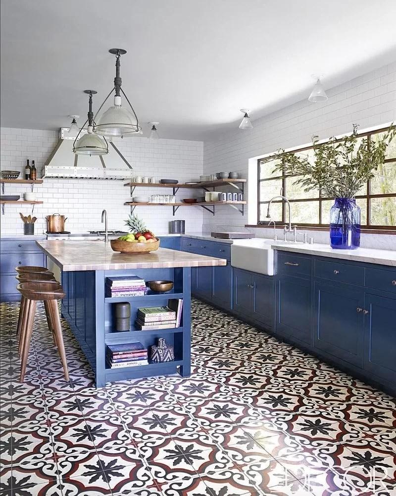 50 ideas para decorar con baldosas hidr ulicas - Pintura para baldosas de cocina ...
