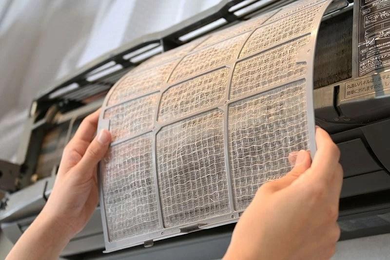 limpiar filtros para ahorrar en el consumo de aire acondicionado