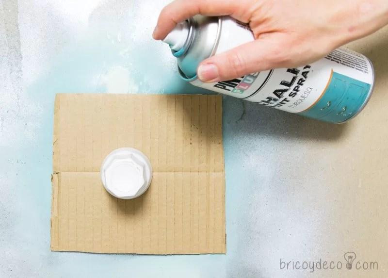 reciclar vidrio con pintura en spray chalk paint turquesa