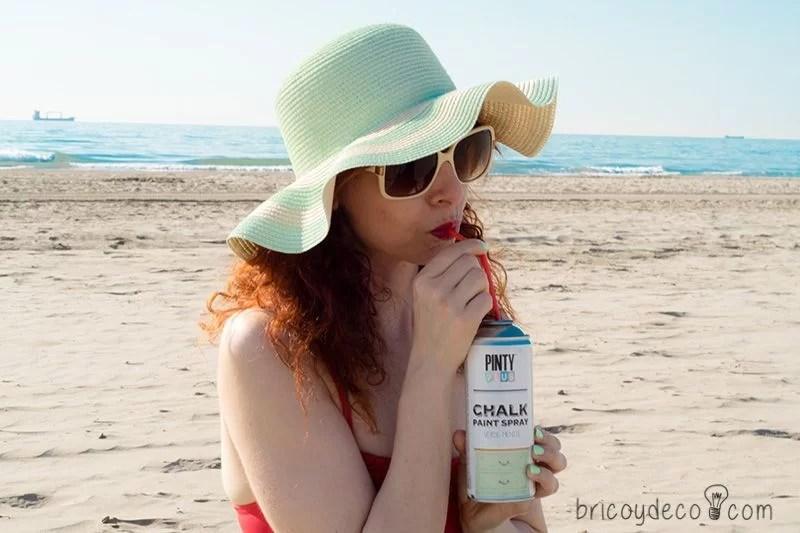 personalizar un sombrero de playa con pintura en spray