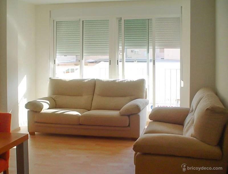 sofás colocados en forma de L